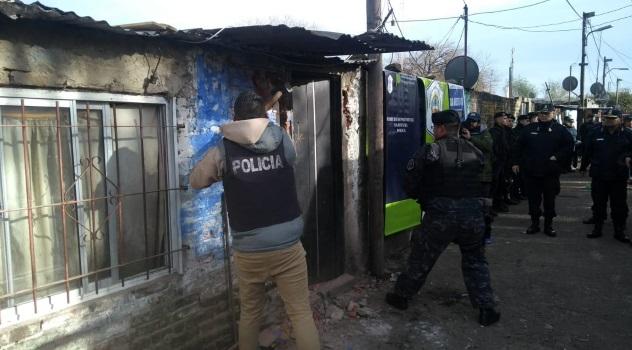 Derribaron seis búnkeres narcos en la villa Puerta de Hierro de La Matanza (2)