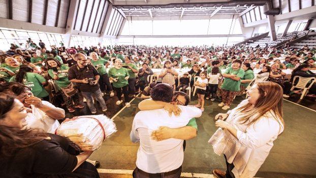 EE KITS ESCOLARES Y GUARDAPOLVOS A MÁS DE 10 MIL CHICOS 1