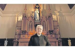 ee Paternal-Gonzalez-Raeta-Papa-sacerdotes_ZONIMA20130320_0028_6