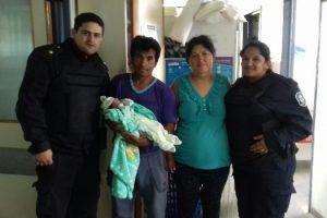 ms Policías ayudaron a dar a luz