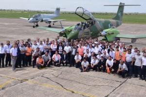 nac Rossi_con_los_trabajadores_de_la_Fábrica_de_Aviones